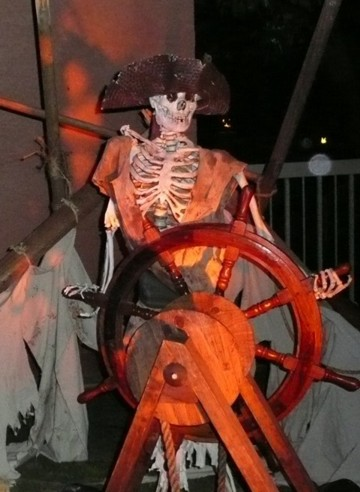 pirate prop skeleton